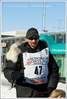 Iditarod Champion, Lance Mackey, racing off at the start of Iditarod 2009